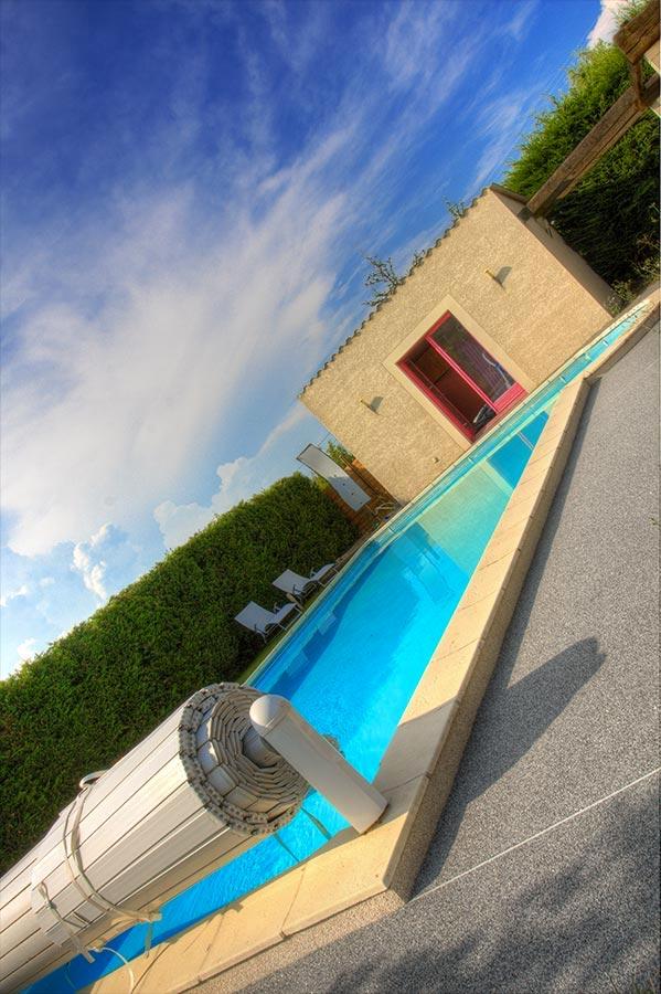 Moquette de pierre pour plage de piscine for Piscine personnalisee